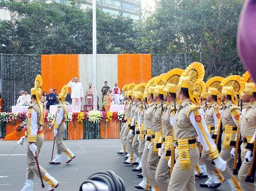 Governor K Sankaranarayanan inspects the ceremonial guard on January 26, 2014 at Mumbai.