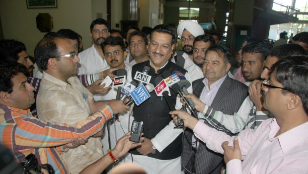 CM Prithviraj Chavan fields media questions in Srinagar, November 2012