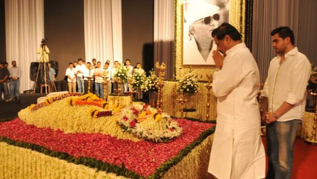 CM Prithviraj Chavan pays his respects to late filmmaker Yash Chopra at Mumbai