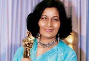 Bhanu Athaiya with her Academy Award for Gandhi