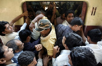 mumbai crowded local train