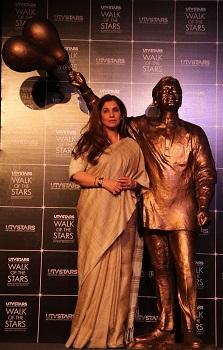 rajesh khanna statue