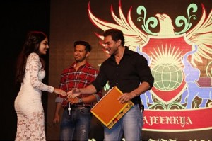From L-R) Sohail Khan and Vatsal Sheth with student at DY Patil International School Annual show Being Human