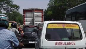 Ambulance stuck in traffic in Mumbai